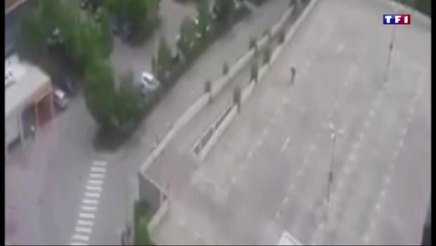 Fusillade à Munich : les images de l'assaillant, mis en joue par les policiers
