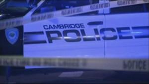 Un véhicule de police à Cambridge, près du MIT, où un policier a été abattu, le 18 avril 2013.