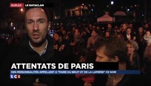 21h20 devant le Bataclan : piano, chants, bougies... l'hommage des anonymes aux victimes