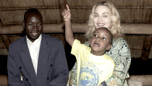 Madonna enfant malawi adoption