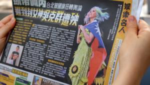 Katy Perry dans la presse chinoise arborant le drapeau taïwanais lors d'un concert à Taipei