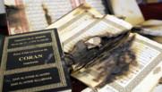 A Ajaccio, un Coran brûlé après l'attaque d'une mosquée survenue le 26 décembre 2015.