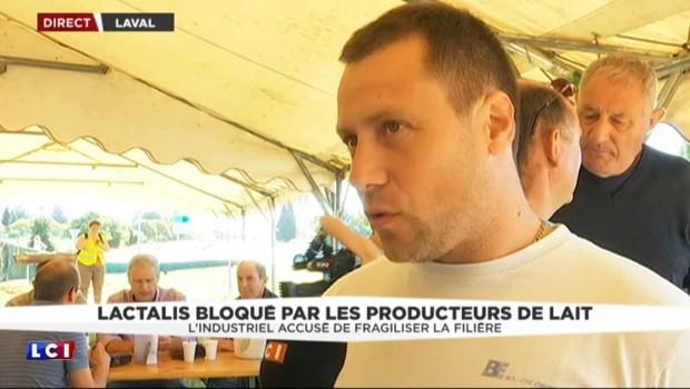 """Crise du lait : Lactalis bloqué par les producteurs, qui cohabitent """"dans une ambiance détendue"""""""