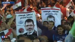 Le président islamiste égyptien Mohamed Morsi, destitué par l'armée il y a quatre mois, est arrivé ce lundi au tribunal du Caire.