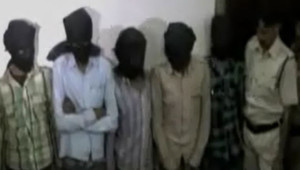 Lors de leur arrestation, cinq suspects dans l'affaire du viol collectif d'une touriste suisse avaient été exposés à la télévision avec une cagoule noire sur la tête.