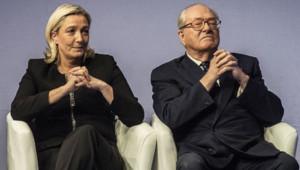Marine Le Pen et Jean-Marie Le Pen au congrès de Lyon en novembre 2014.