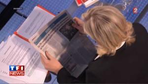 Marine Le Pen refuse de répondre et lit le journal