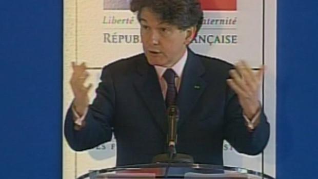 Thierry Breton lors d'une conférence de presse en mai 2006 (LCI)