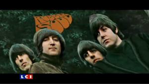 Pour fêter les 10 millions de téléchargement légaux des chansons des Beatles, Apple diffuse un spot des plus fameuses pochettes du groupe mythique anglais.