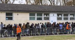 Une file de migrants à Calais