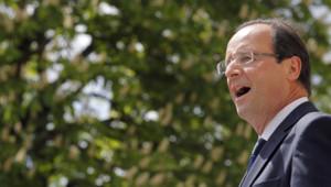 """François Hollande a salué mardi à Nevers tous ceux qui """"humblement défendent les travailleurs"""" à travers la figure de Pierre Bérégovoy, """"un syndicaliste, un ouvrier"""", devenu Premier ministre."""