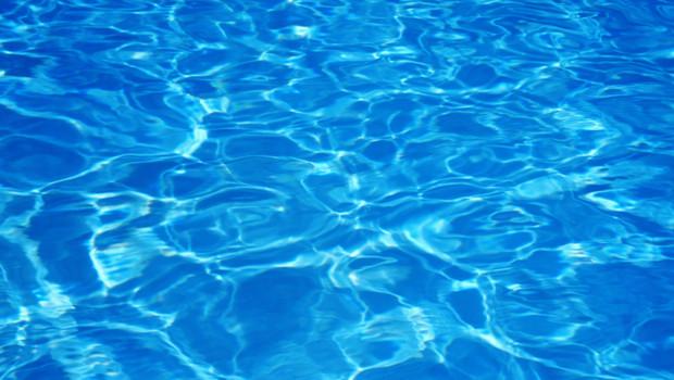 Eau d'une piscine.