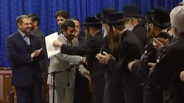 http://s.tf1.fr/mmdia/i/18/8/tf1-lci-mahmoud-ahmadinejad-le-president-iranien-et-des-juifs-2252188_1378.jpg