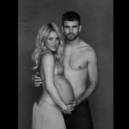 Shakira enceinte et son compagnon Gerard Piqué.Campagne Unicef.