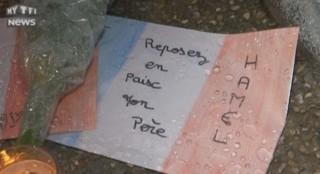 Fleurs, bougies et mots : Saint-Étienne-du-Rouvray se recueille devant l'église du père Hamel