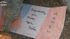 Les habitants de Saint-Étienne-du-Rouvray rendent hommage au père Jacques Hamel.