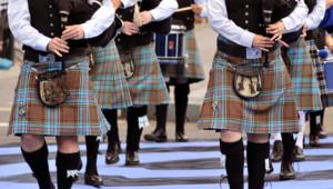 Les serveurs d'un pub d'Inverness, au nord de l'Ecosse, ont choisi d'arrêter de porter le kilt.