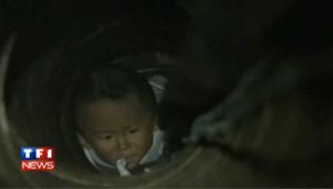Chine : périlleux sauvetage d'un enfant tombé dans un puit