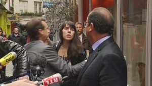 François Hollande interpellé par une militante Femen au Labo des histoires