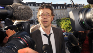 le Dr Nicolas Bonnemaison, souçonné d'euthanasie active, lors de son arrivée à la cour d'appel de Pau le 6 septembre 2011
