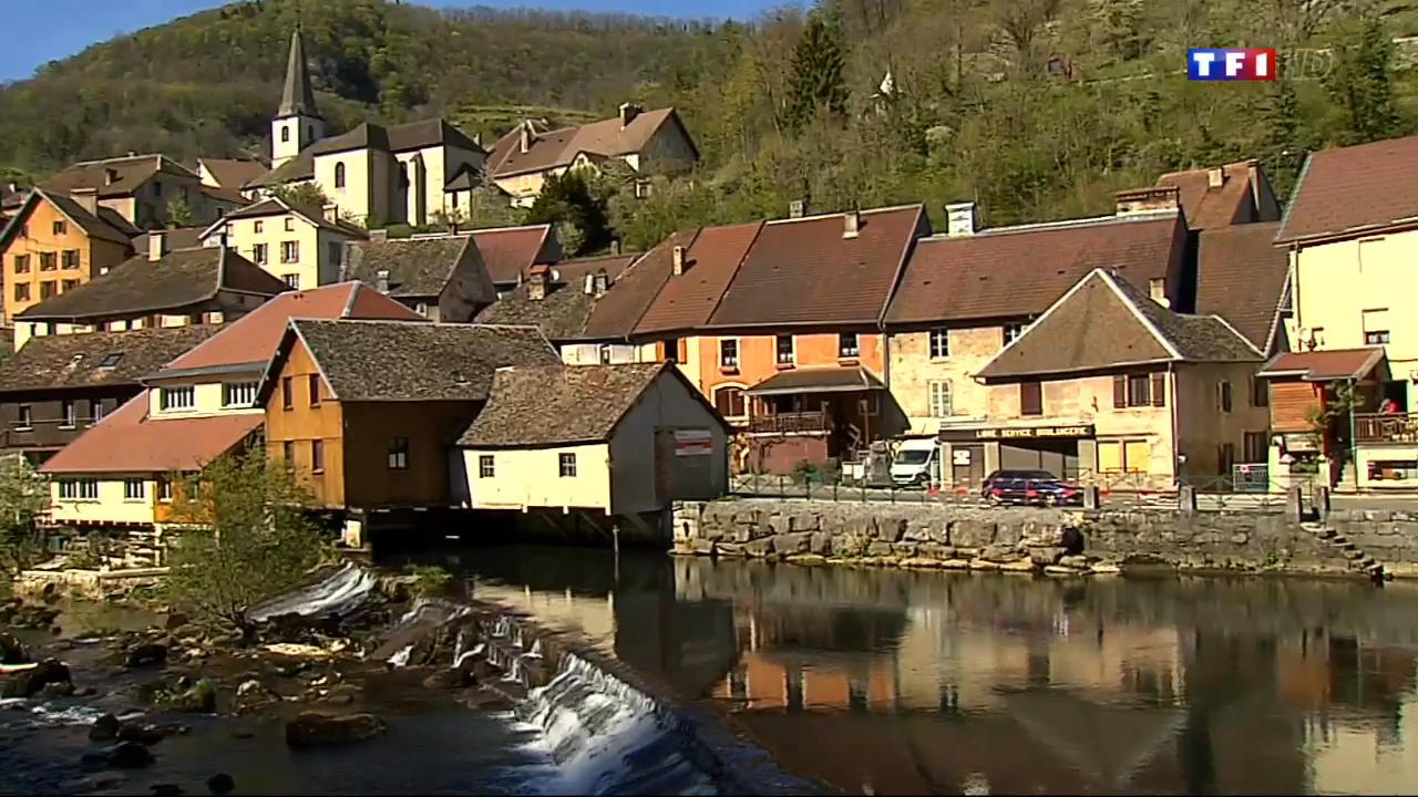 Les plus beaux villages de france 3 5 lods le for Le village du meuble bordeaux