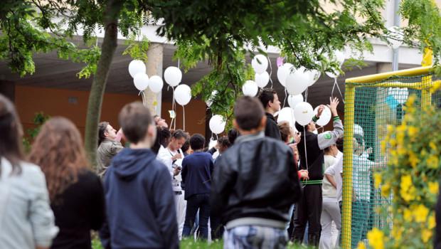Une cérémonie de recueillement a eu lieu le 25 juin, avec une minute de silence, et un lâcher de ballons, au collège de Cleunay à Rennes.