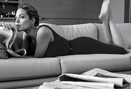 Angelina Jolie pour St John