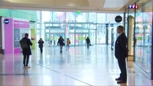 Des commerçants du centre commercial de La Défense redoutent la fuite des clients