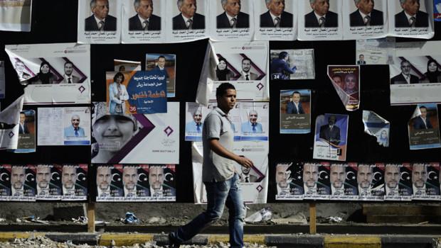 Libye : panneaux électoraux à Tripoli avant l'élection de l'Assemblée constituante, 5/7/12