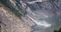 Un pan de montagne s'est effondré ce samedi soir dans le lac de Chambon