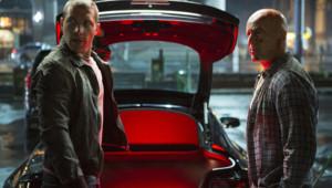 """Jai Courtney et Bruce Willis dans le film """"Die Hard : Belle journée pour mourir de John Moore"""""""