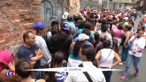 Le Venezuela s'enfonce dans la crise, l'opposition demande la démission du président