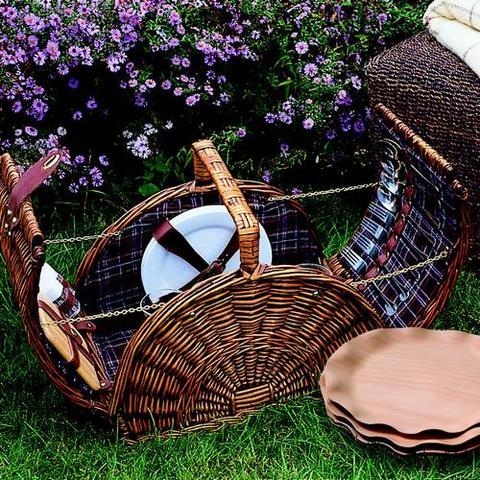 d coration paniers pique nique et ustensiles r ussir. Black Bedroom Furniture Sets. Home Design Ideas
