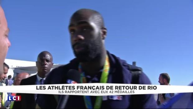 """JO de Rio : """"Ça fait chaud au cœur d'être accueilli comme ça"""", Teddy Riner heureux à sa descente de l'avion"""
