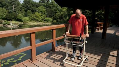 Darek Fidyka a pu remarcher après une opération sans précédent de la colonne vertébrale.