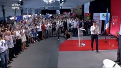 À La Rochelle, Valls mouille la chemise... littéralement