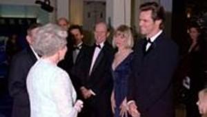 Jim Carrey angoissé devant la reine