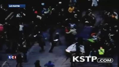 Meurtre de Michael Brown : les manifestants bloquent les villes