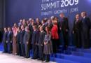 """La séance de pose lors de l'une des deux tentatives de """"photo de famille"""" lors du sommet du G20 (2 avril 2009)"""