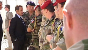 Nicolas Sarkozy rencontrant les soldats français en Afghanistan (20 août 2008)