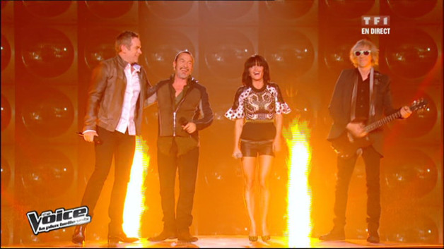 Les coachs ont enflamm le plateau de The Voice en reprenant le tube de Johnny Hallyday &quot;allumer le feu&quot; en ouverture du grand show en direct !