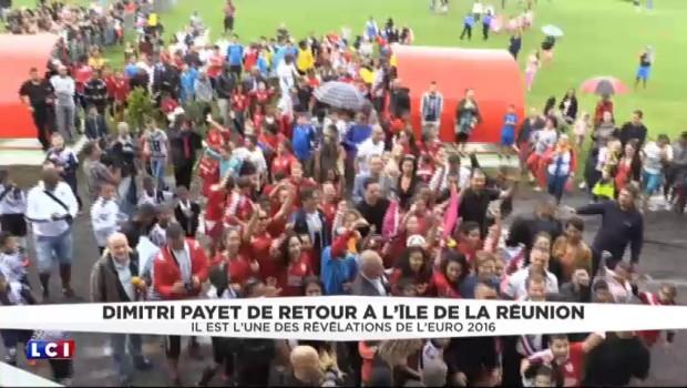 Dédicaces, bains de foule... : l'accueil de star pour Dimitri Payet à La Réunion