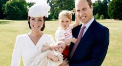 Le prince William, Kate Middleton, le prince George et la princesse Charlotte lors de son baptême le 5 juillet 2015, photographiés par Mario Testino.