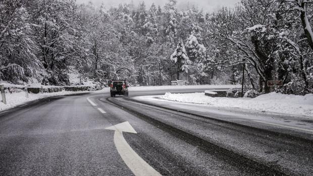Une route enneigée près de Privas (Ardèche)