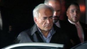 Dominique Strauss-Kahn quittant le commissariat de Harlem où il était entendu pour des accusations de viol (16/05/2011)
