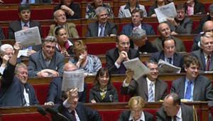 Les députés socialistes s'opposent à Christine Lagarde à l'Assemblée sur le bilan des heures sup' le 9 avril 2008