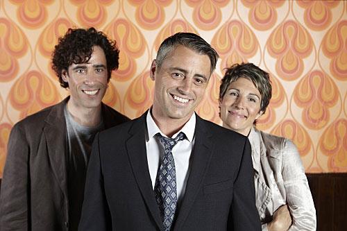 Episodes Saison 1. Série créée par David Crane, Jeffrey Klarik en 2011. Avec : Matt LeBlanc, Kathleen Rose Perkins, Stephen Mangan et Tamsin Greig.
