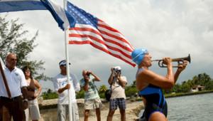 Diana Nyad a réussi à relier Cuba à la Floride à la nage après quatre tentatives échouées.