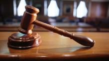 Justice marteau juge tribunal procès prétexte illustration