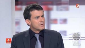 """Karachi: Valls """"exige"""" que Sarkozy s'explique"""